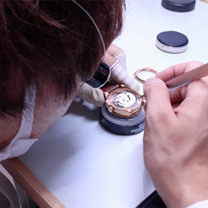 万代で時計修理・ロレックス・ウブロ・オメガ・タグホイヤー