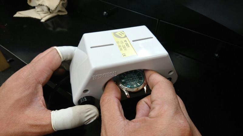 オメガシーマスター時計の磁気抜きで腕時計も時間を刻みます。修理はBROOCHにいがた時計修理工房へ
