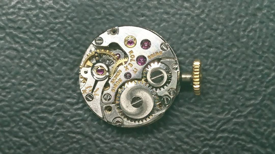ロレックスのアンティークのオークション外装磨きをするなら新潟万代ブローチ時計修理工房