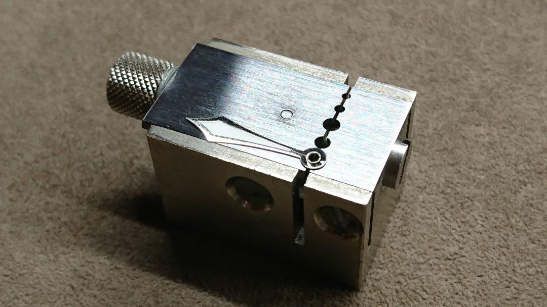 針修理は新潟市のブローチ時計修理工房へガガミラノも直せます