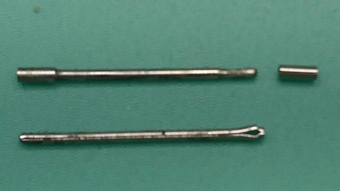 腕時計のブレスレットを連結させる専用ピンには複数の種類が有る
