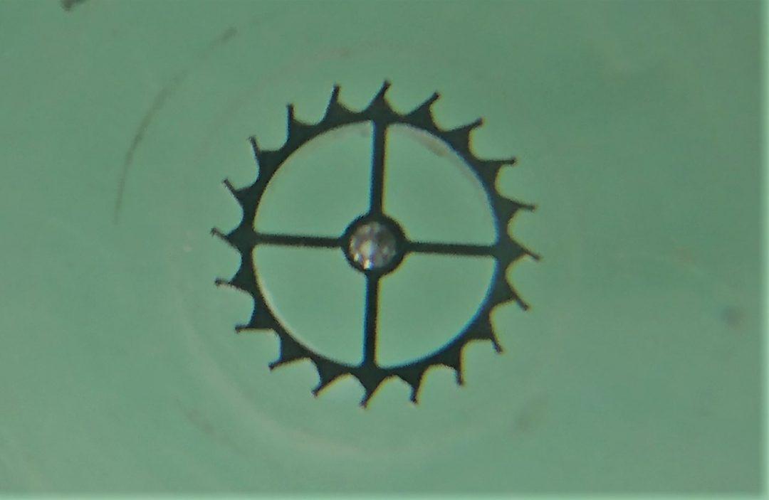 ガンギ車の交換修理点検掃除は新潟ブローチ時計修理工房