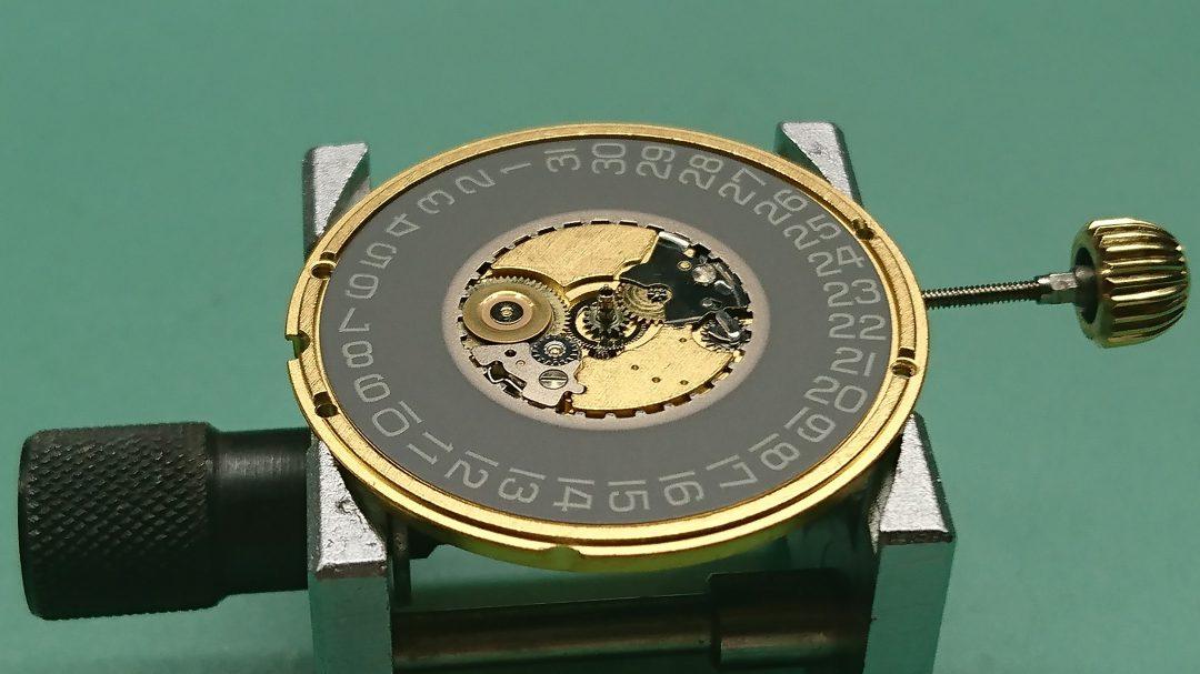 タグホイヤーのメンテナンス分解掃除は新潟市のブローチ時計修理工房