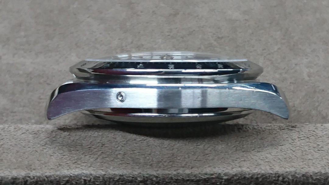 オメガスピードマスターのポリッシュ新潟市のブローチ時計修理工房