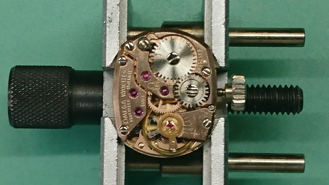 オメガ アンティーク オーバーホール、ポリッシュは新潟市ブローチ時計修理工房におまかせください!