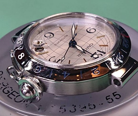 カルティエのパシャを新潟市にある時計修理工房でオーバーホール(分解掃除)ポリッシュ加工(外装磨き)をしました。