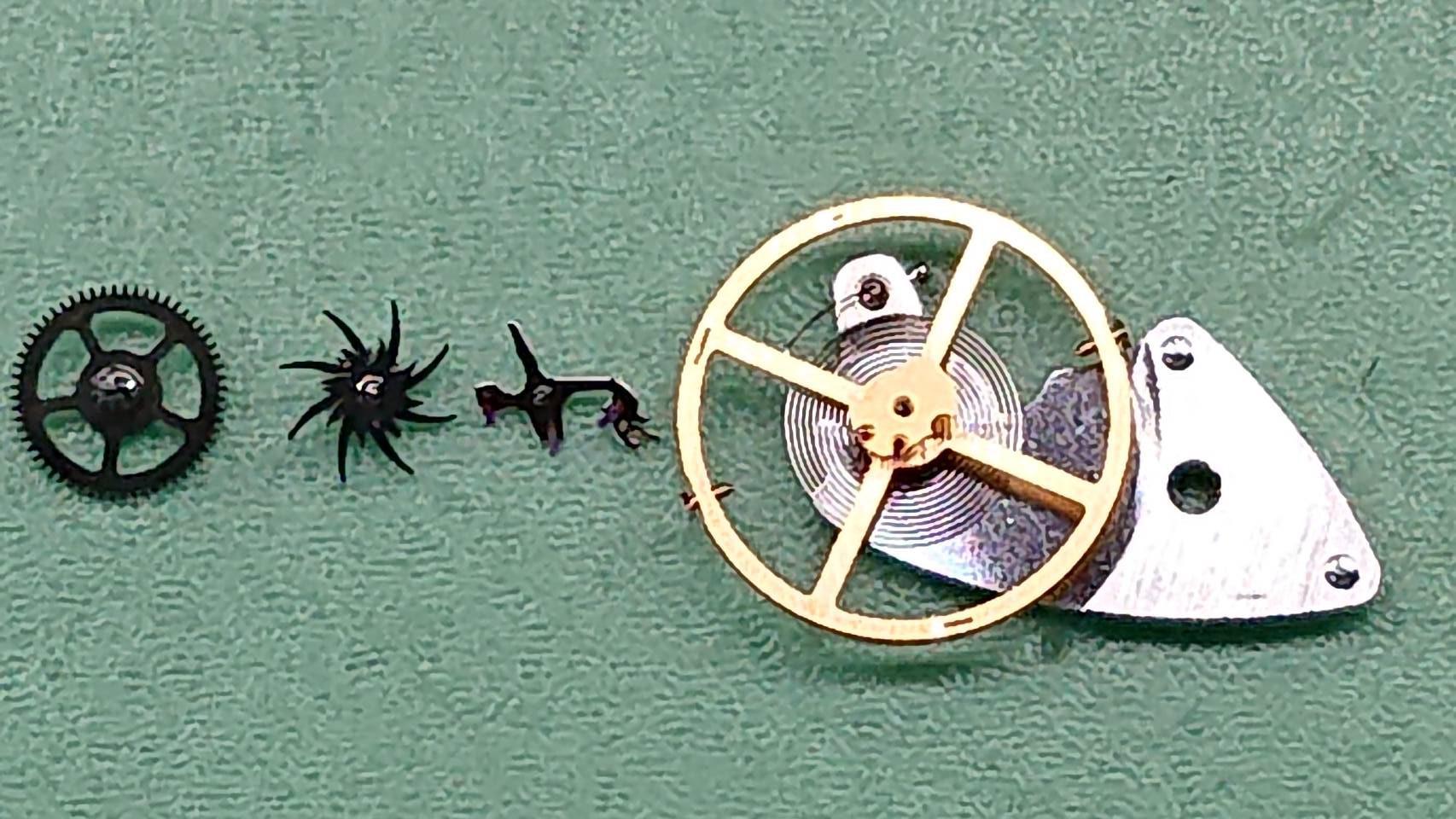 オメガ オーバーホール(分解掃除)は新潟市ブローチ時計修理工房にお任せください!