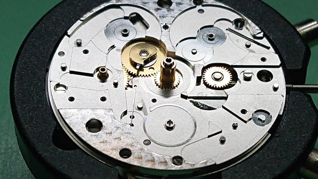 オメガ スピードマスター オーバーホールは新潟市ブローチ時計修理工房におまかせください!