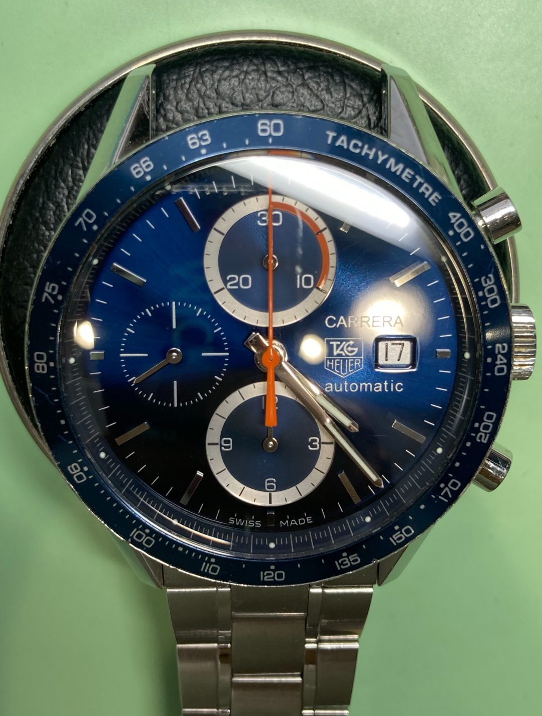 タグホイヤーのカレラ、新潟市にある時計修理工房でオーバーホールが可能です。ポリッシュ加工も承ります。