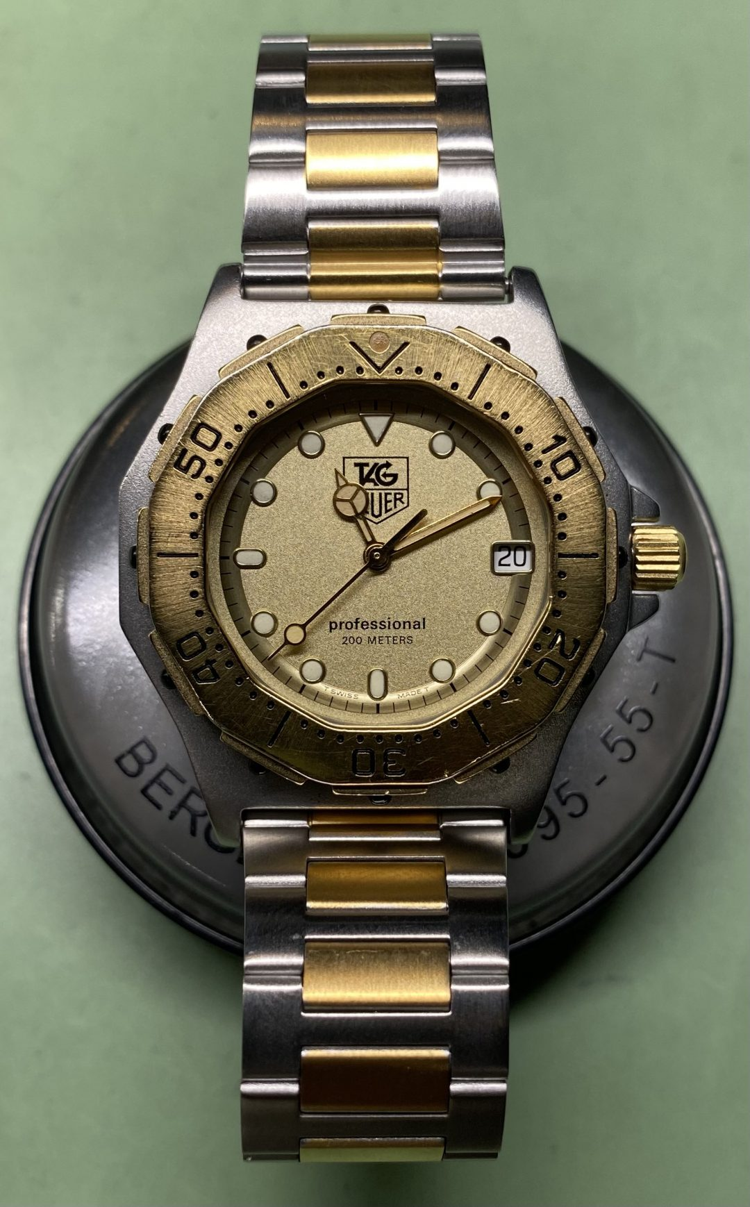 End of lifeの略でクォーツ式時計のバッテリー残量を表示する機能