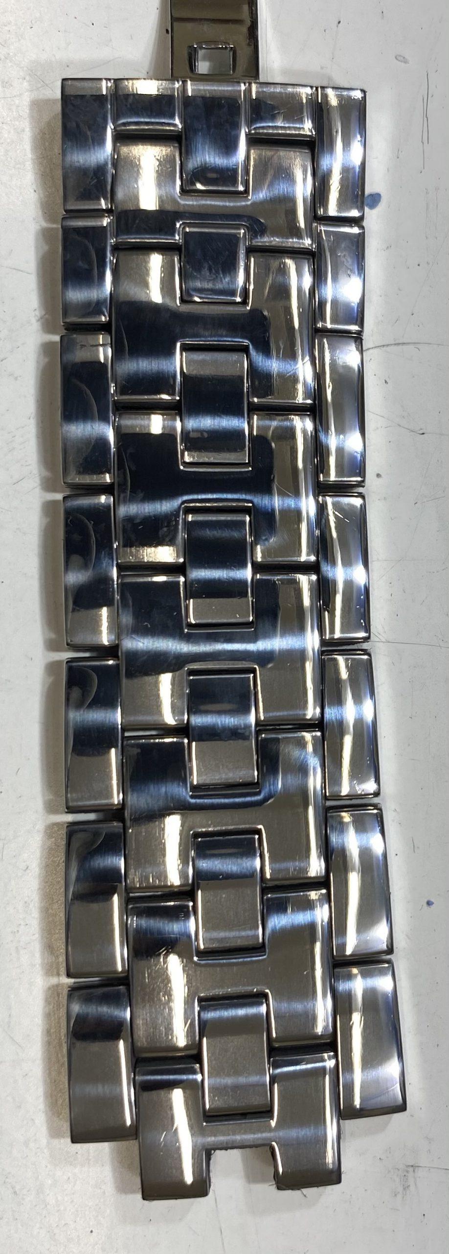 新潟市にあるブローチ時計修理工房ではオーバーホール(分解掃除)ポリッシュ加工(外装磨き)を承っております。