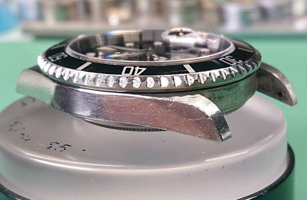 ロレックスサブマリーナキャリバー16610のオーバーホール外装磨きをするなら新潟紫竹山ブローチ時計修理工房