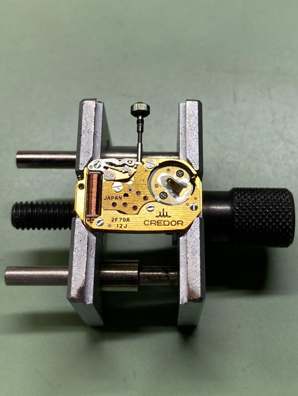 新潟市にある時計修理工房でクレドールのオーバーホールとポリッシュ加工をしました。