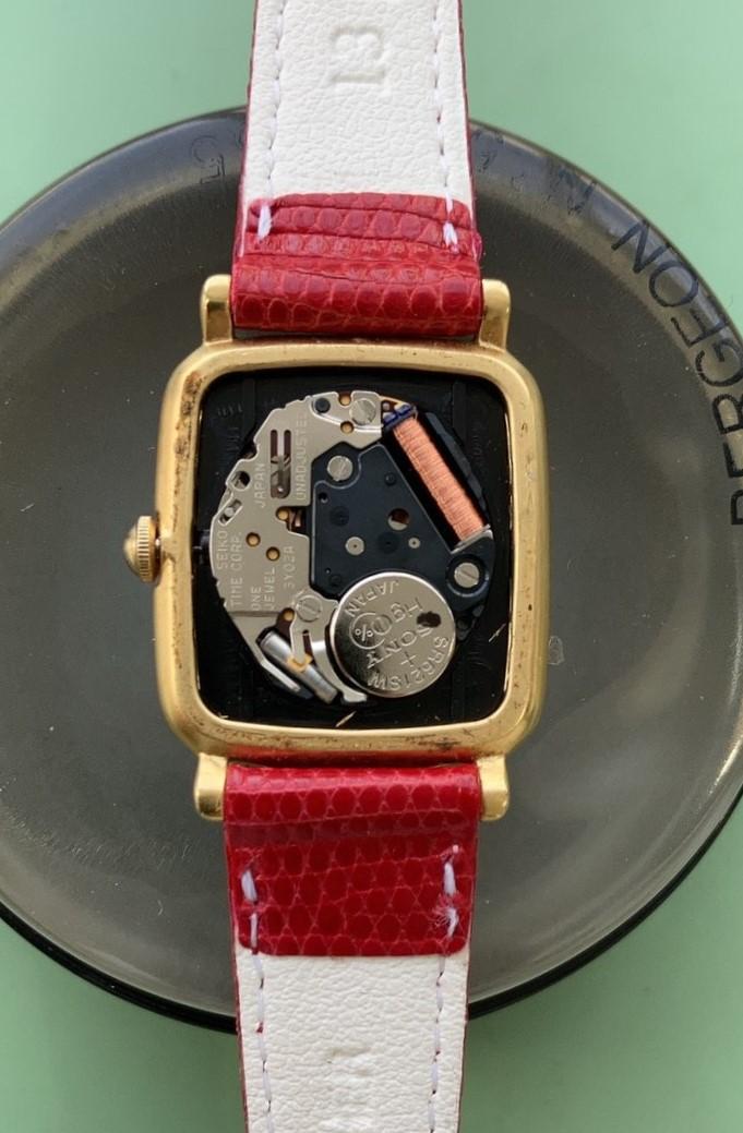 レイジースーザンの電池交換パッキン交換は新潟万代ブローチ時計修理工房