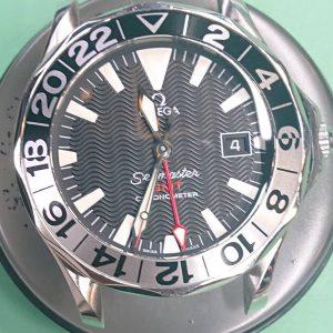 オメガシーマスターのオーバーホール外装磨きは新潟万代ブローチ時計修理工房
