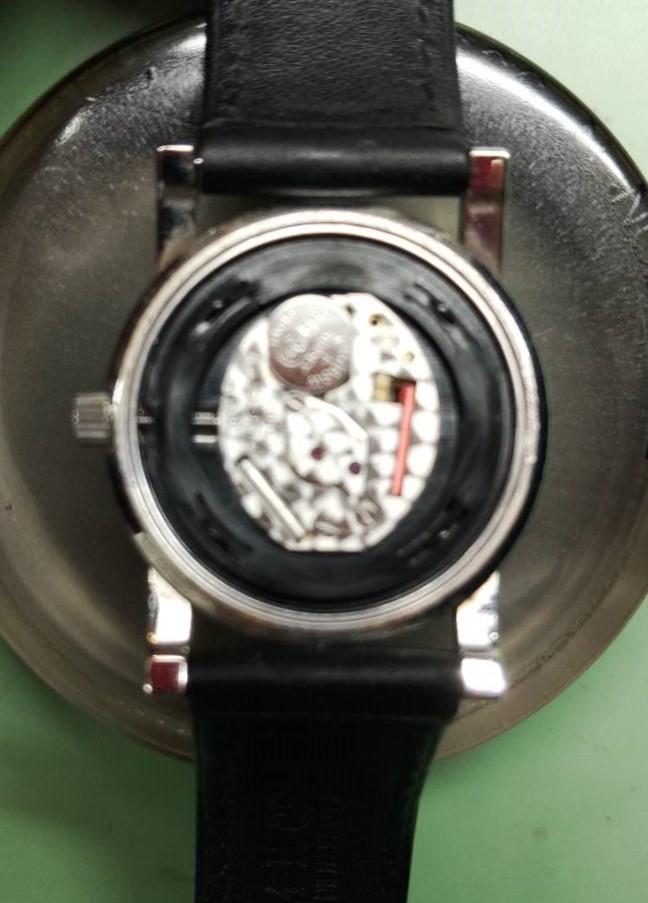 グッチの電池交換パッキン交換は新潟万代ブローチ時計修理工房