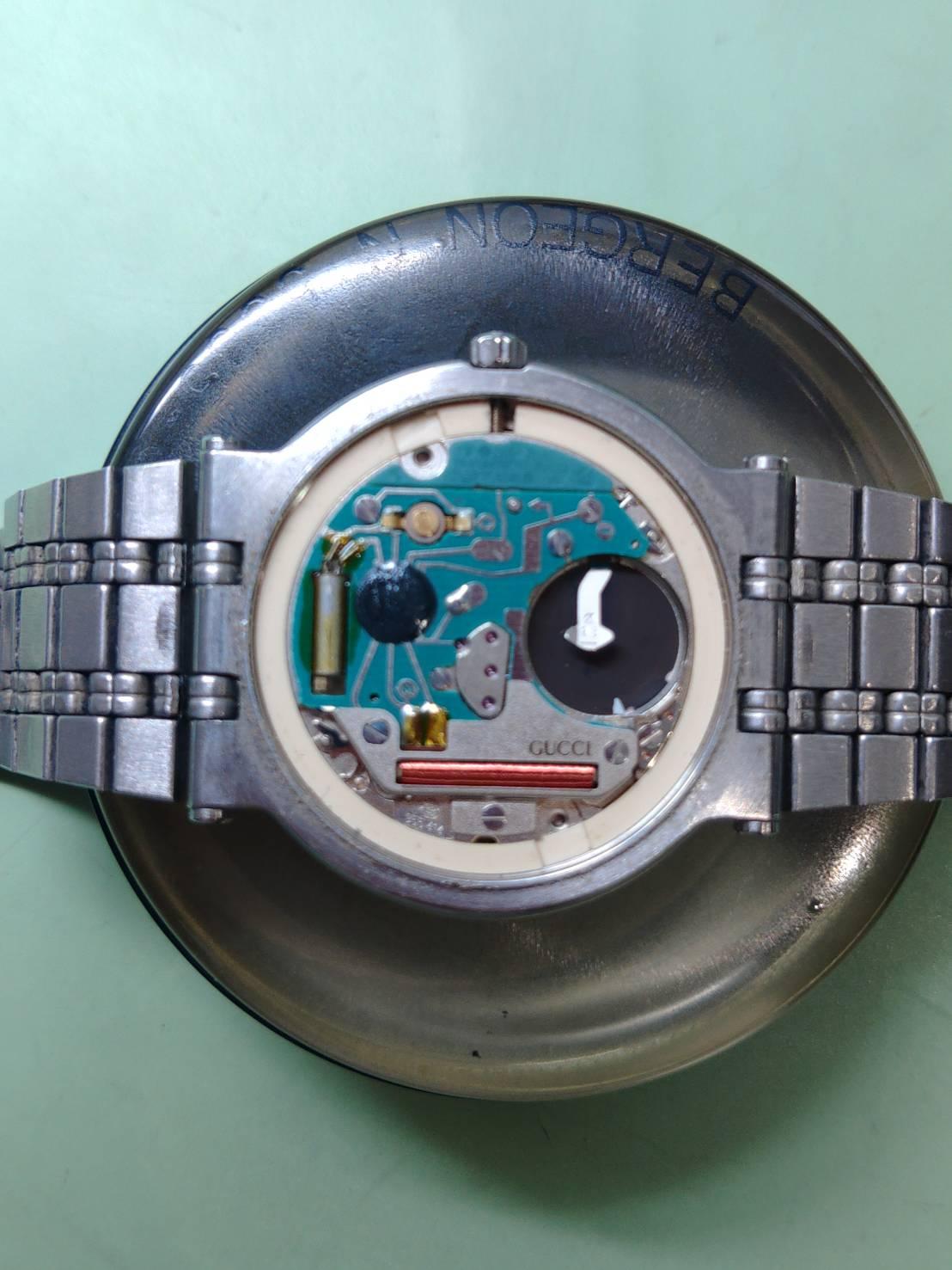 グッチのオーバーホール外装磨き電池交換は新潟万代ブローチ時計修理工房