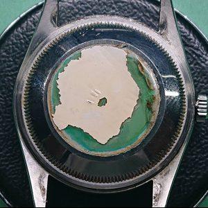 ロレックス その他メーカーの裏蓋シール剥がしは新潟市ブローチ時計修理工房へ!