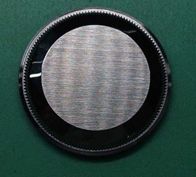 裏蓋シール剥がし、外装磨きは新潟市ブローチ時計修理工房へ