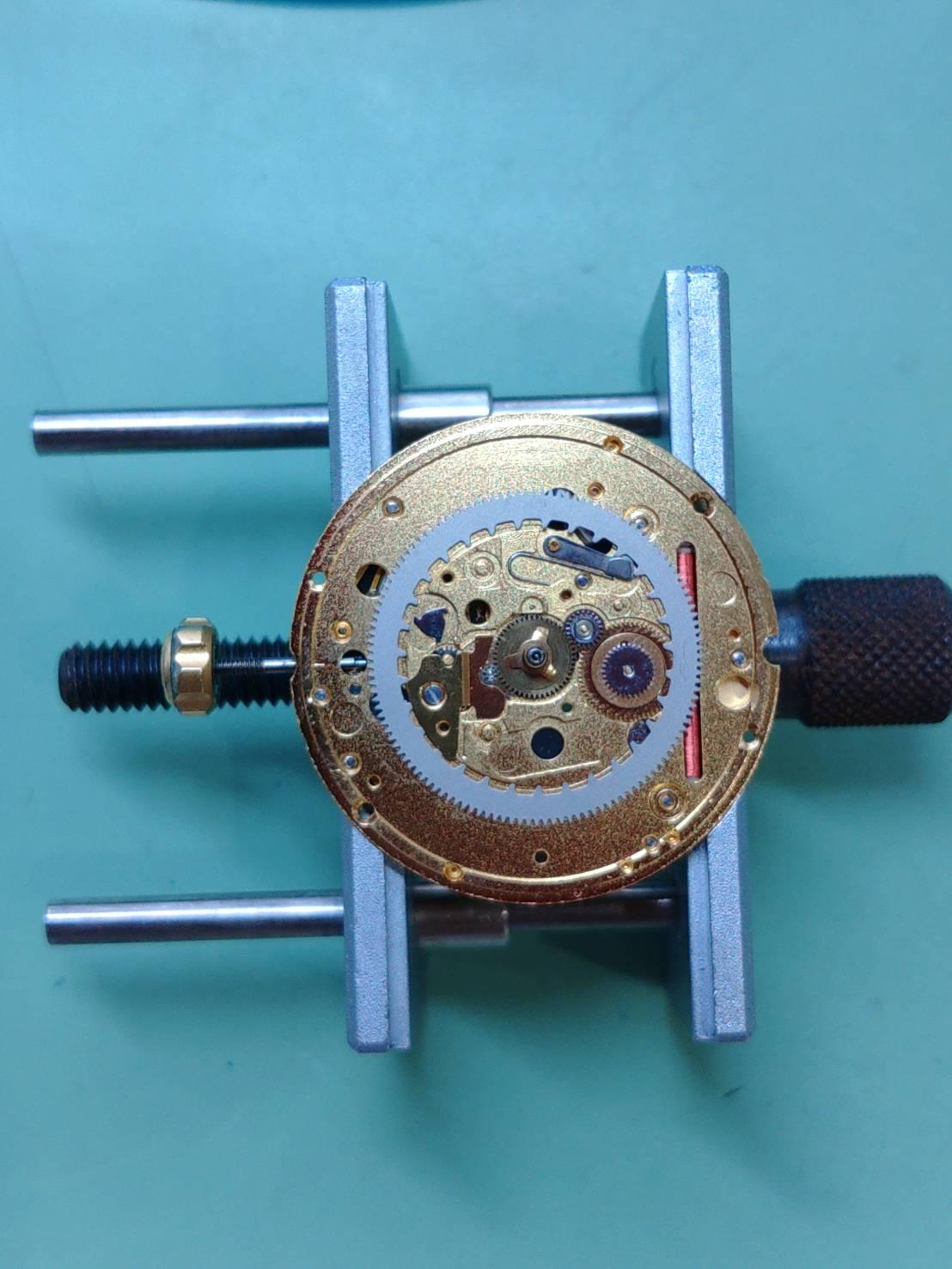 オメガシーマスターの電池交換外装磨きオーバーホールは新潟万代ブローチ時計修理工房
