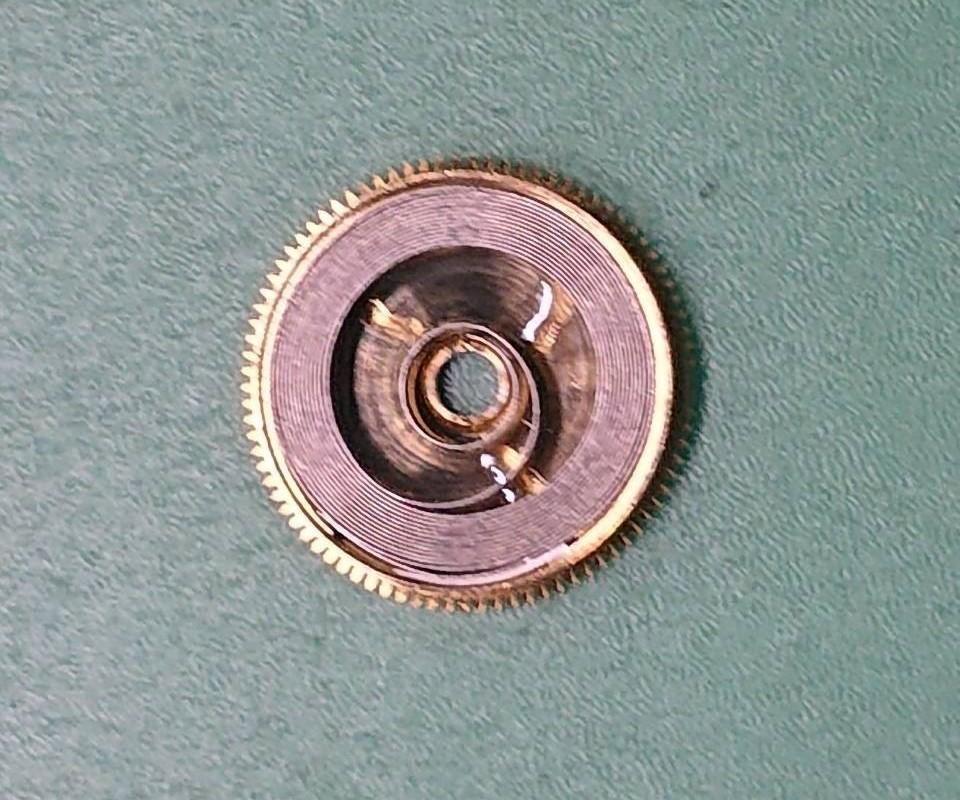 オメガスピードマスターのゼンマイ交換は新潟万代ブローチ時計修理工房
